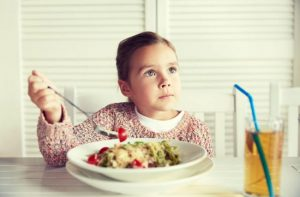 6 hábitos que ajudam as crianças a manter a casa limpa
