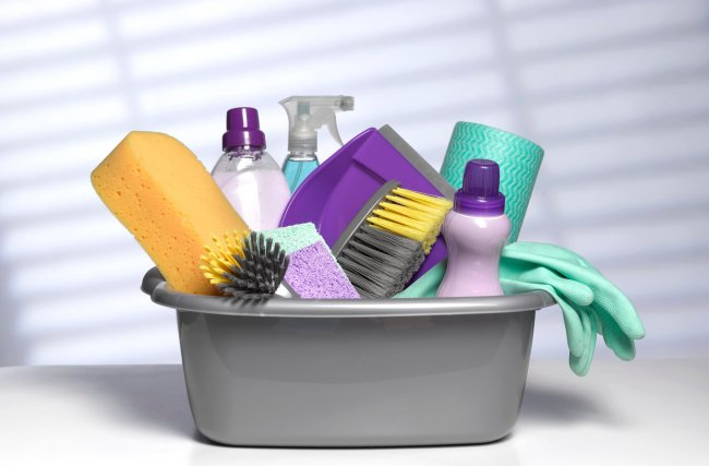 5 produtos de limpeza indispensáveis para a sua casa
