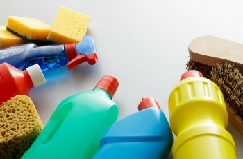 5 dicas de como escolher os melhores produtos para limpar a casa