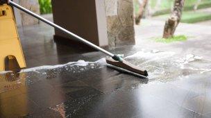 Como limpar piso de ardósia