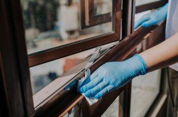Como fazer a limpeza de janelas em apartamentos? Entenda aqui!